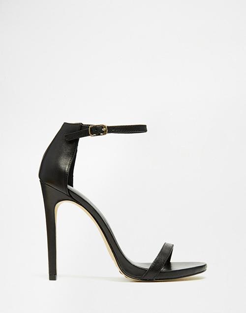 Sandales minimalistes en cuir NEW LOOK 45€