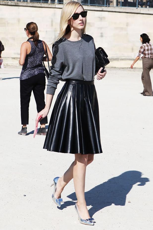 Comment décaler la jupe en cuir? Cristina Cordula